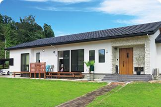 開放的な平屋の家